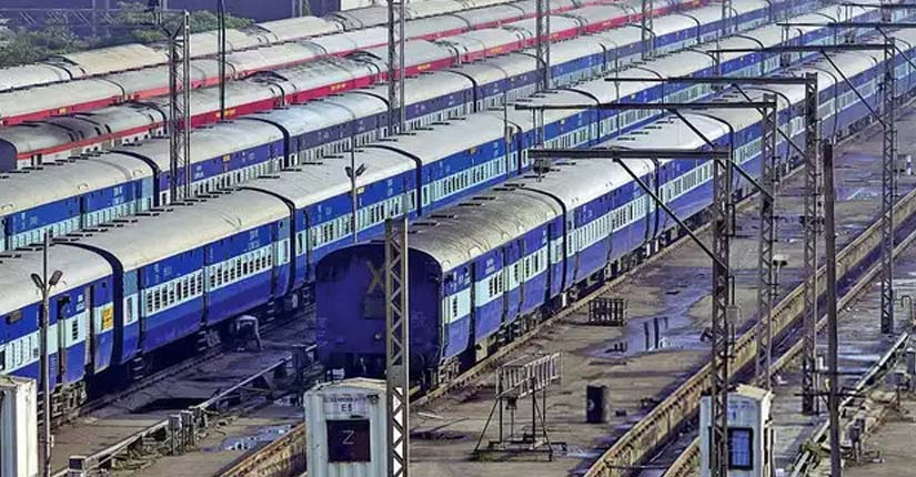 Shortage of Hospital Beds leads Delhi to Equip 500 Railway Coaches with Hospital Facilities